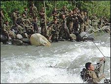 Soldados en Sanabamba