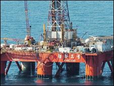 Giàn khoan dầu khí - hình minh họa
