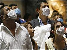 Mexicanos con mascarillas