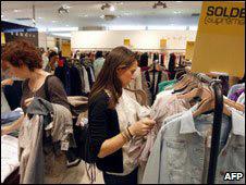 Alışveriş yapan Fransızlar