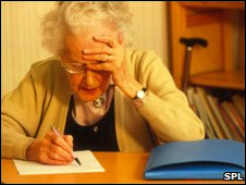 Mujer con demencia senil.
