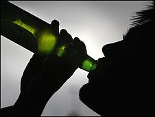 Joven bebiendo