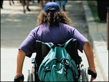 Persona en silla de ruedas