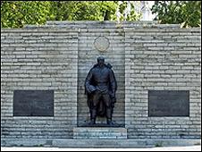 Estatu a de Bronce de Tallin.