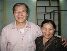 Linh mục Nguyễn Văn Lý và chị gái