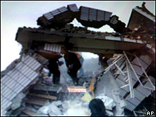 Imagen tomada con un celular del terremoto en la prefactura china  de Yushu