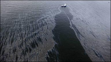 Kebocoran menumpahkan minyak di dekat pantai Louisiana, AS