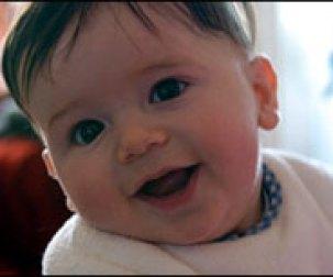 Sorriso do bebê provoca efeito de prazer no cérebro da mãe