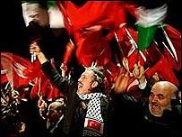Banyak warga Turki menyatakan dukungan atas sikap Erdogan