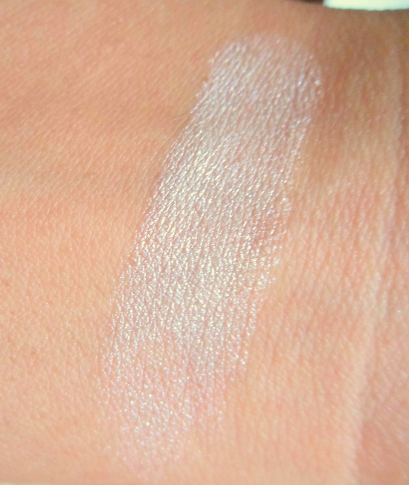 ... Love Highlighter Review Swatches Photos. Makeup Revolution I Heart Dess Of Lovebe Beautilicious