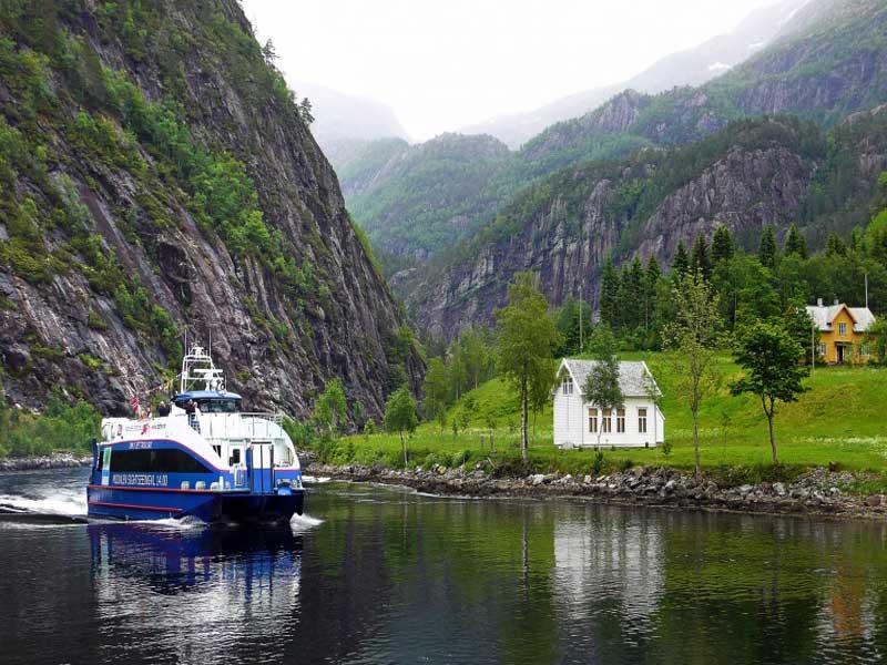 Fjord cruise Bergen - Mostraumen
