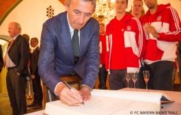 Svetislav Pesic wird Mitglied der FIBA Hall of Fame
