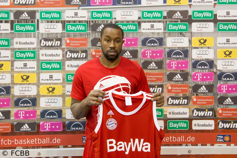 Die Bayern halten Bo McCalebb