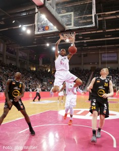 DE - Action - Telekom Baskets Bonn - Ken Horton