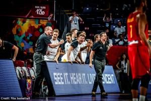 EuroBasket 2017 - Action - Deutschland - Rödl und Bank jubeln