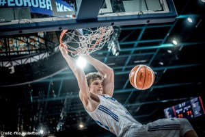 EuroBasket 2017 - Action - Finnland - Lauri Markkanen Dunk