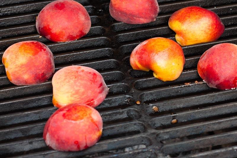 Gegrilde perzikijsjes - de perzikken op de barbecue