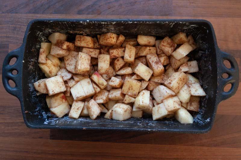 Appel-perencrumble - het fruit en de specerijen
