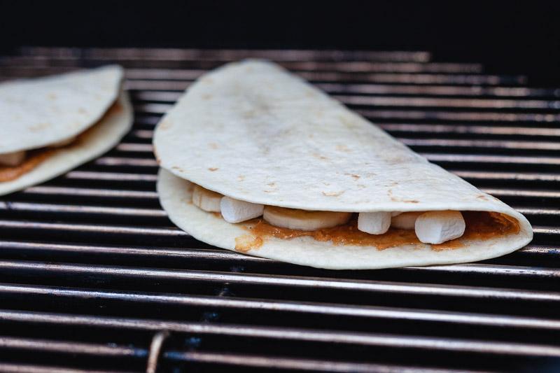 Fluffernutter quesadilla op de BBQ