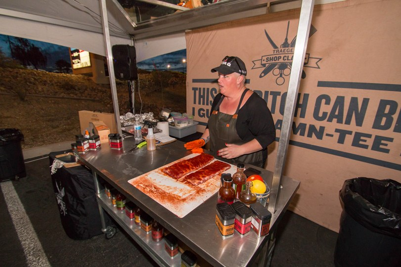 Chef Danielle Bennett of Diva Q BBQ preparing ribs for the smoker. Traeger Shop Class at BBQ Concepts of Las Vegas, Nevada. #TraegerShopClass #DivaQ #BBQConcepts #LasVegas #Nevada #TeamTraeger