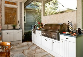 An Island Is the Perfect Accessory For Your Outdoor Kitchen