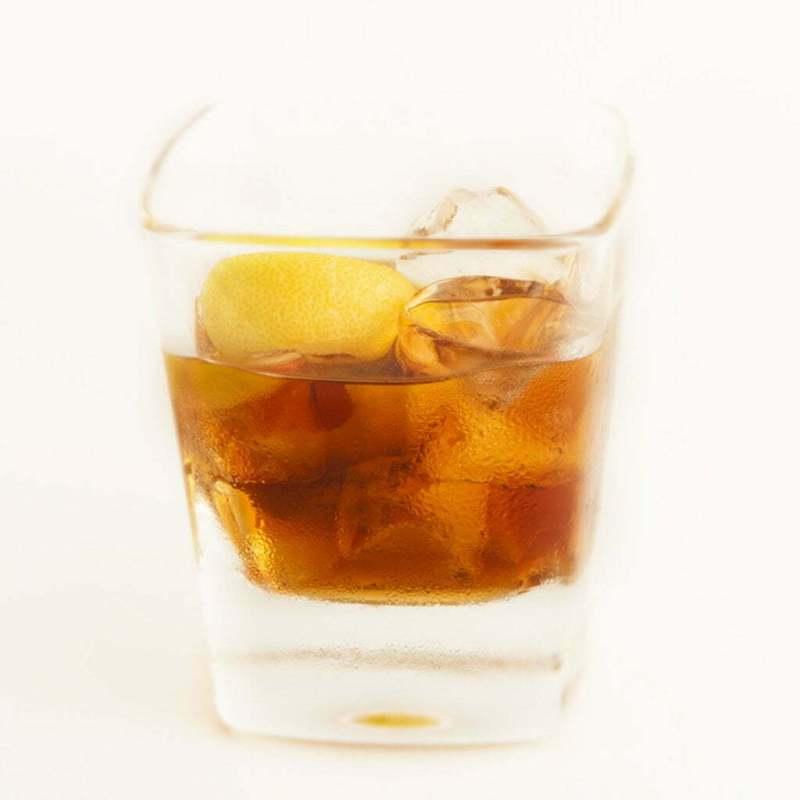 bicchiere di amaro tipico bresciano ZeroTrenta