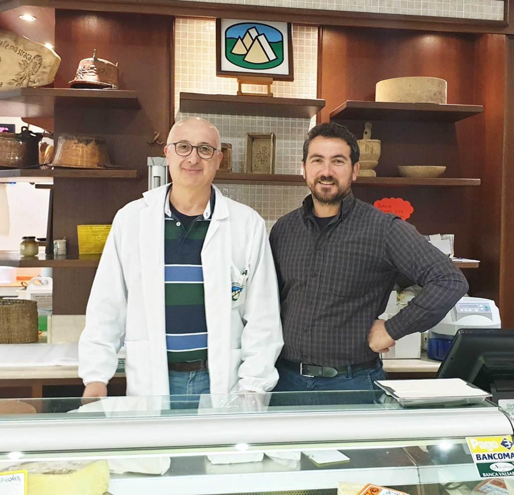 Ciro e William Donini all'interno del caseificio sociale della Vallesabbia