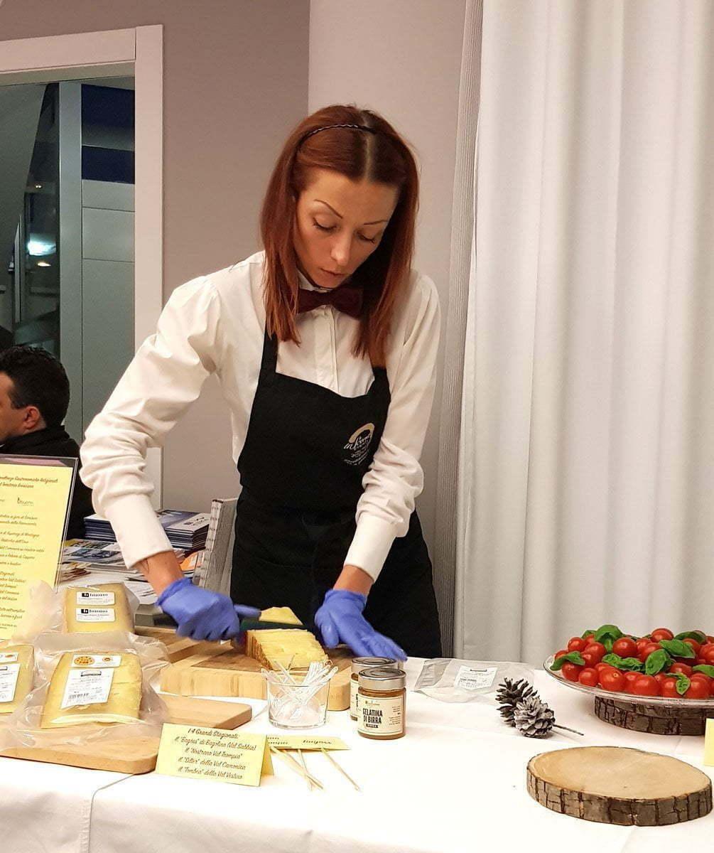 Ambra Marca preparazione dei 4 formaggi stagionati delle Valli Bresciane