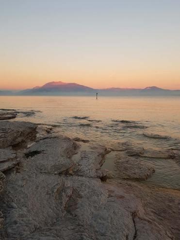 Tramonto sul lago di Garda dalle sponde di Sirmione
