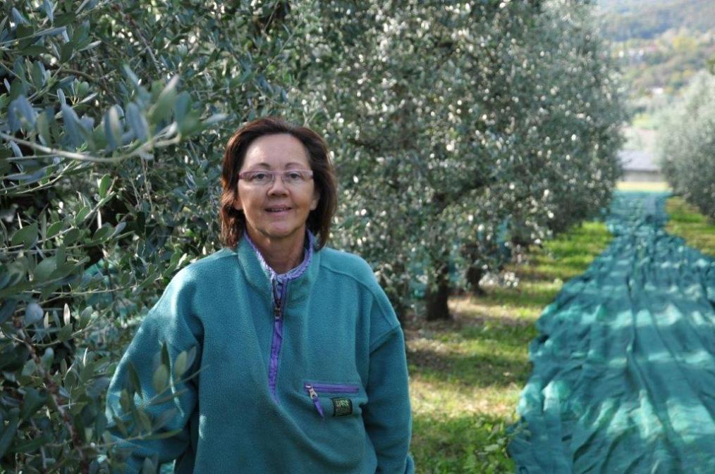 Rita, proprietaria dell'azienda agricola famiglia Rocca a Salò