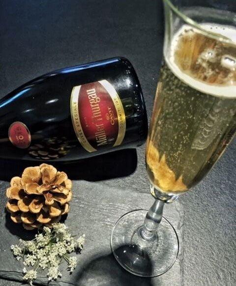 Cocktail con socher amar e champagne