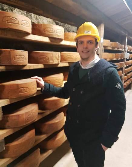 Mattia Apostoli, fondatore di bbuono in miniera con il formaggio nostrano valtrompia dop