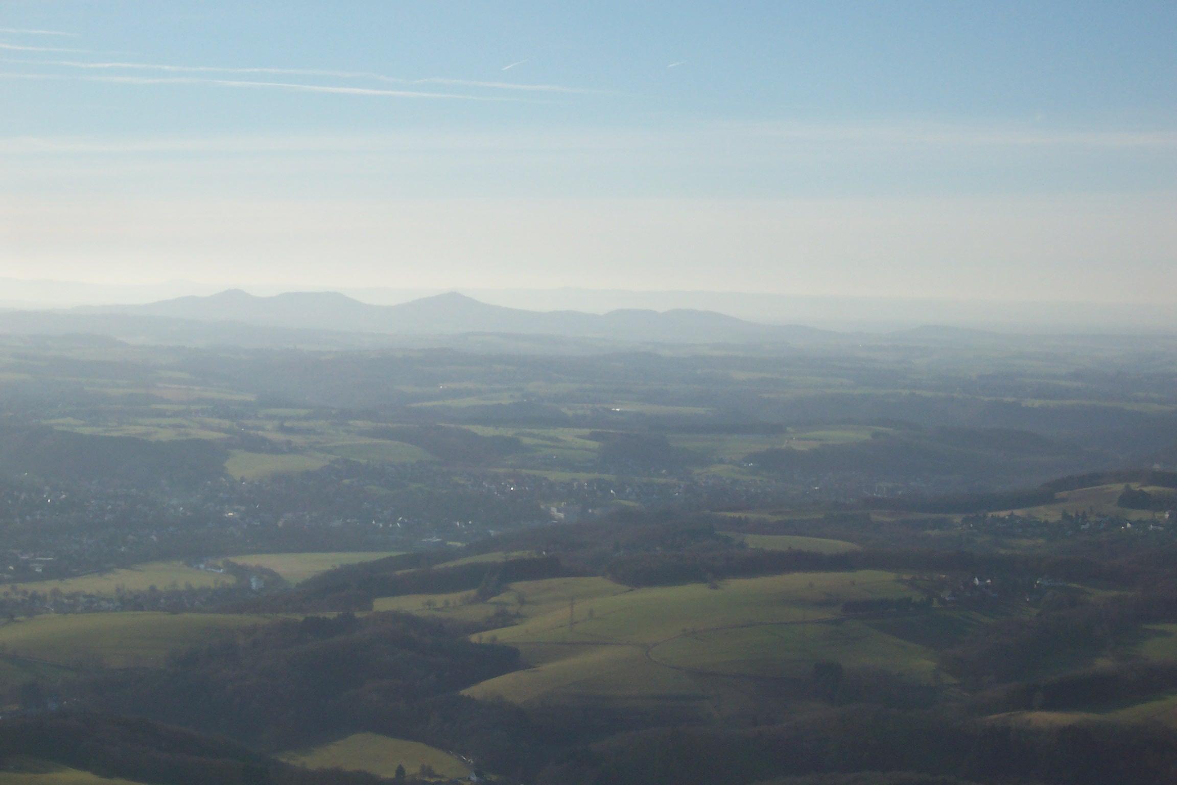 Blick zurück auf das Siebengebirge kurz nach dem Start