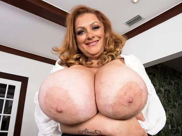 mature BBW Julia Jones boobs