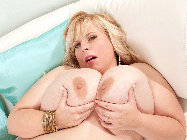 mature BBW Cassie Blanca giant tits blonde XXX