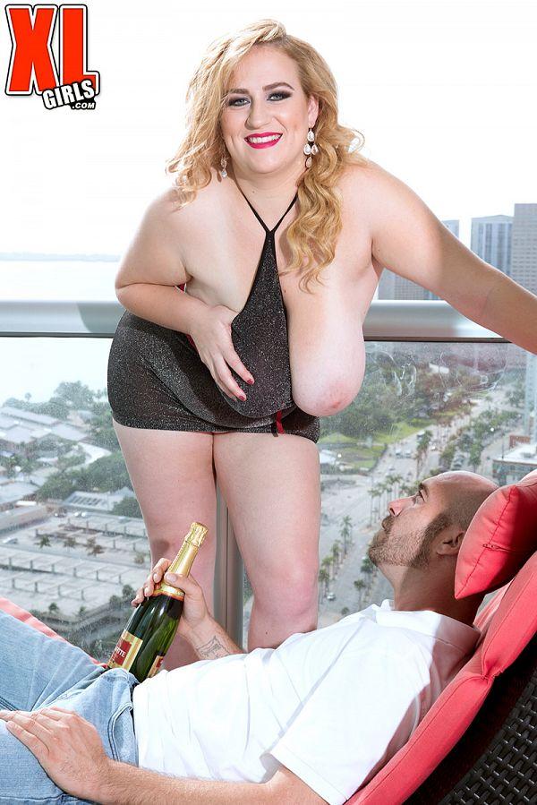 BBW blonde Mya Blair giant boobs XXX pics