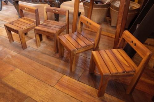 園児の椅子 (1)