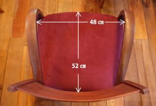 座面はゆったりサイズ。
