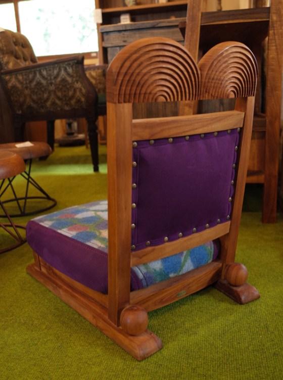 座面高14㎝、高さ55㎝のコンパクトな低座椅子。