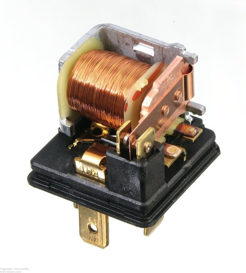 small resolution of this is a single pole double throw relay this is the standard bosch type relay this one is made by tyco
