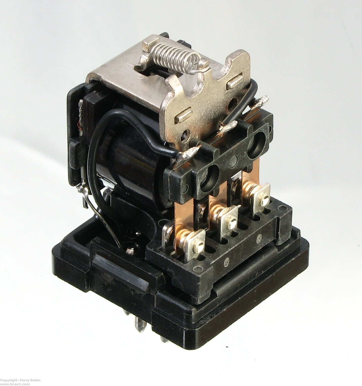 hight resolution of this is a three pole double throw relay the terminals on this one require that it be used in a socket