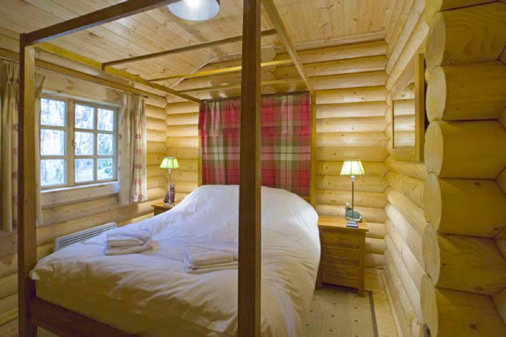 Black Grouse Log Cabin sleeps 2 in comfort