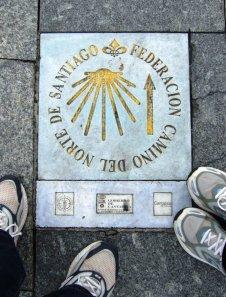 Señal del Camino del Norte en Paseo Pereda (Santander)
