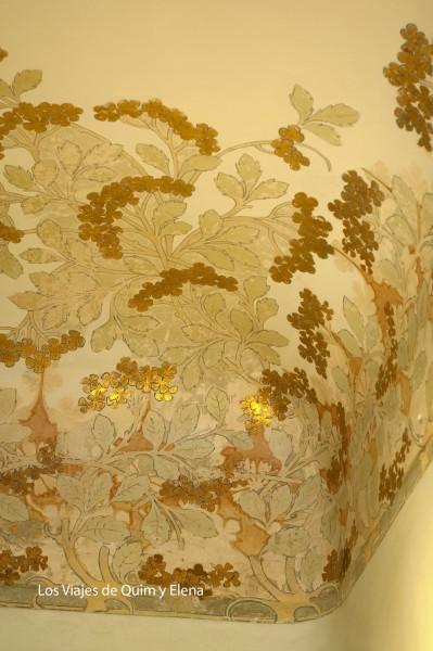 Techo decorado con pan de oro