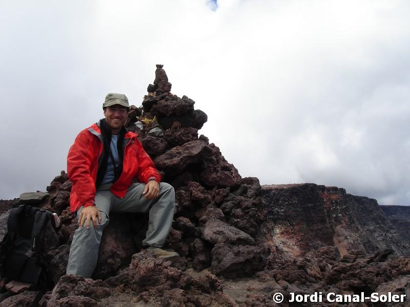El autor en la cima del Mauna Loa, Hawái