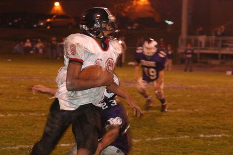 Joel Chandler runs down the sideline. (PHOTO: Karen Reynolds)