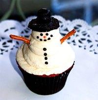cupcake_frostingsnowman.jpg