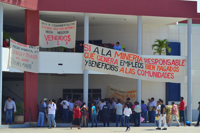 manifestacion ayuntamiento san antonio mineria los cardones 2