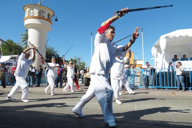 desfile adultos mayores