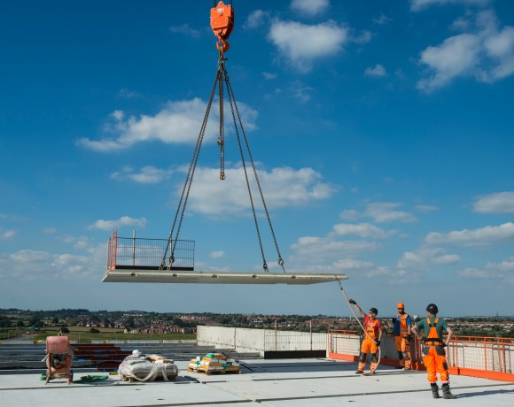 A new 138-bedroom Holiday Inn Express is rapidly take shape just outside Bridgwater, Somerset, hitting its milestone topping out in just six months thanks to innovative construction techniques being used by Midas.
